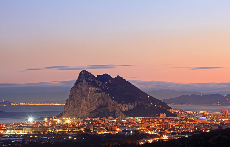 It is geographically located at the southern end of the Iberian Peninsula, east of Algeciras Bay.